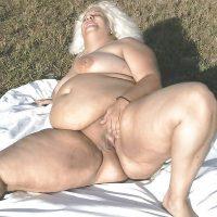 Plan Q avec une femme obèse chaude