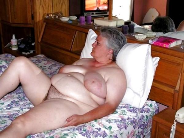 Vieille femme obèse cherche amant